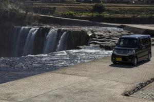 エヌボくんと原尻の滝