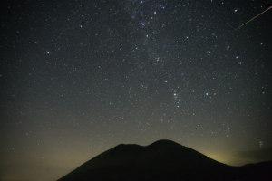 杵島岳と流星