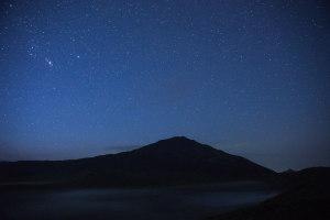 烏帽子岳と流星