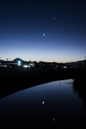 未明の月と金星
